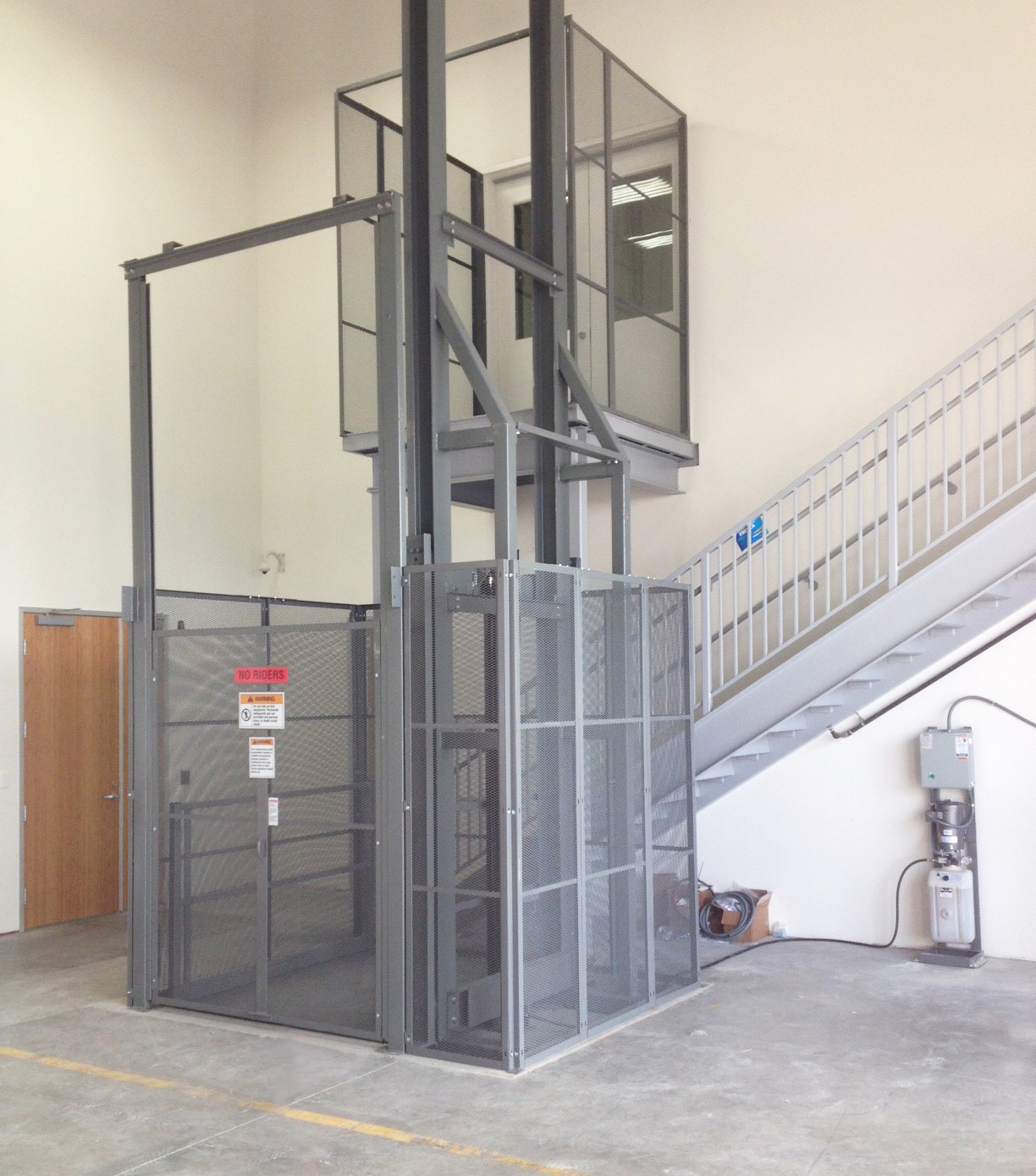 Hydraulic Material Lift : Hydraulic vrcs material lift wildeck