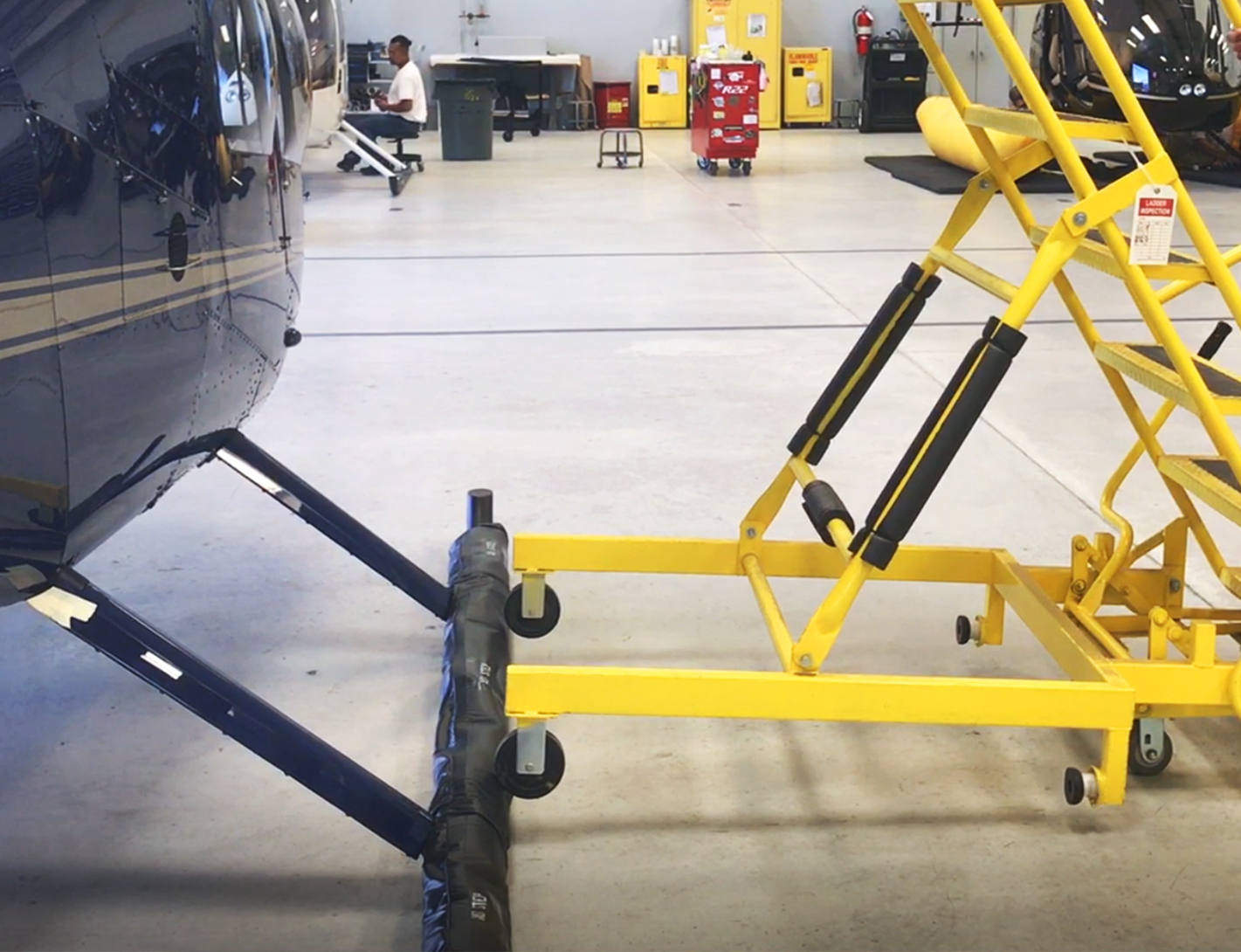 robinson-helicopter-stand(2)
